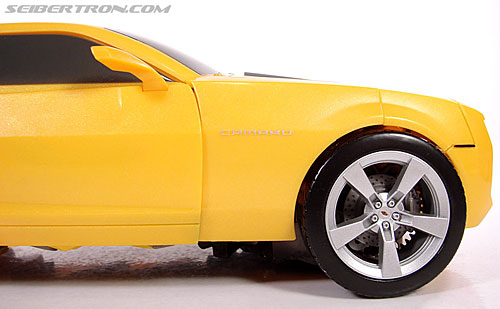 Transformers (2007) Ultimate Bumblebee (Image #34 of 95)