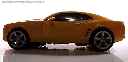 Transformers (2007) Ultimate Bumblebee (Image #41 of 95)