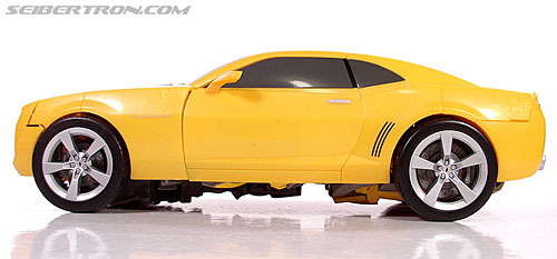 Transformers (2007) Ultimate Bumblebee (Image #42 of 95)