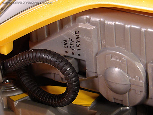 Transformers (2007) Ultimate Bumblebee (Image #48 of 95)