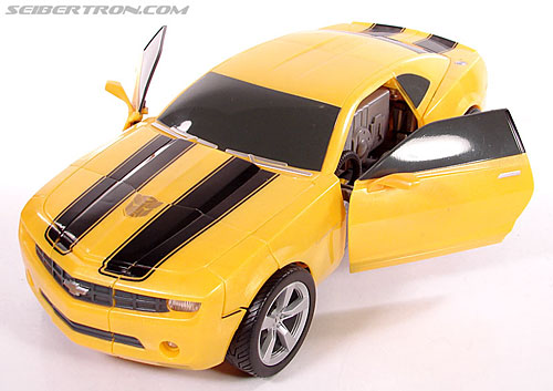 Transformers (2007) Ultimate Bumblebee (Image #49 of 95)