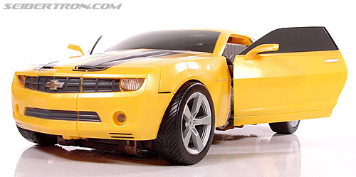 Transformers (2007) Ultimate Bumblebee (Image #50 of 95)