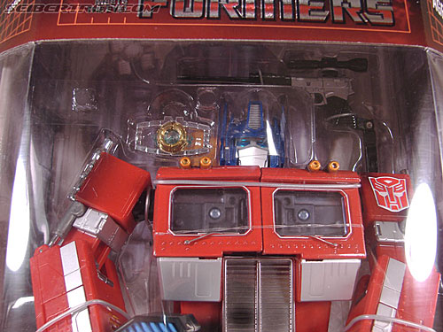 Transformers Masterpiece Optimus Prime (20th Anniversary) (Convoy) (Image #4 of 179)