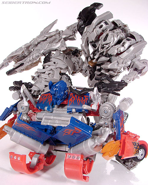 Good Versus Evil, Leader Class Optimus Prime and Megatron Galleries Online