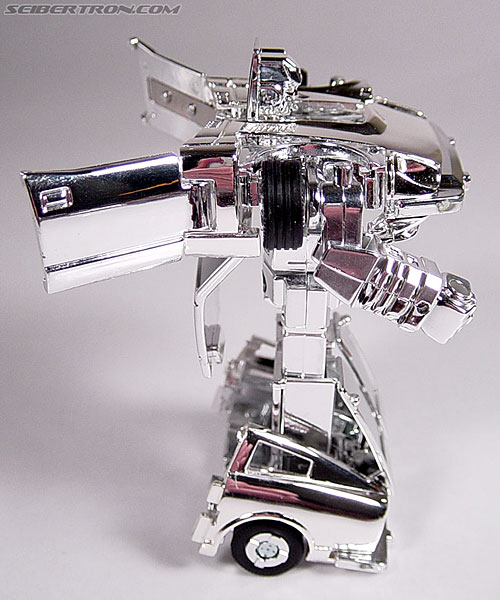 "Transformers e-Hobby Exclusives Silver Bluestreak (""Campaign Car"" version) (Image #29 of 48)"