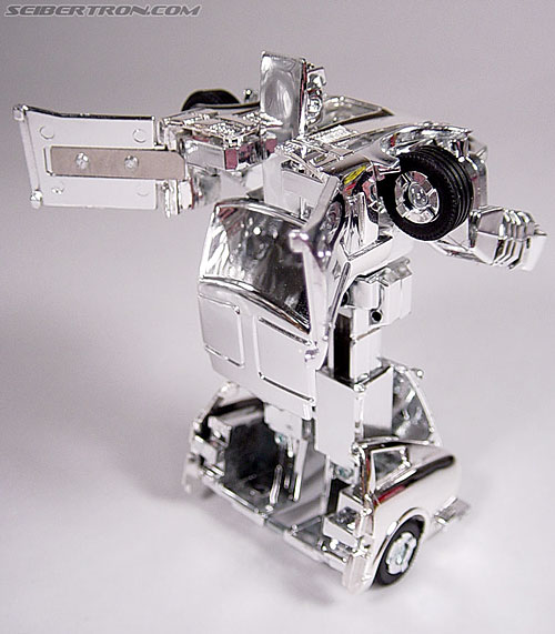 "Transformers e-Hobby Exclusives Silver Bluestreak (""Campaign Car"" version) (Image #30 of 48)"