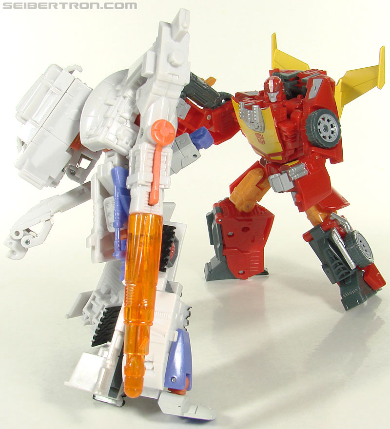 Transformers Universe - Classics 2.0 Rodimus (Challenge At Cybertron) (Image #105 of 119)