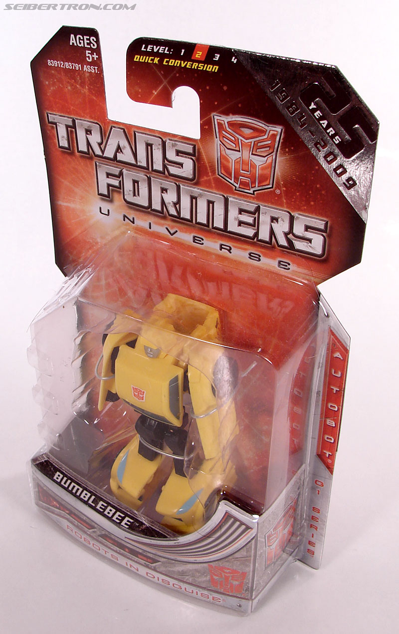 Transformers Universe - Classics 2.0 Bumblebee (Image #10 of 69)