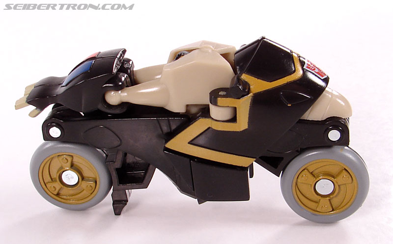 Transformers Universe - Classics 2.0 Prowl (Image #14 of 54)