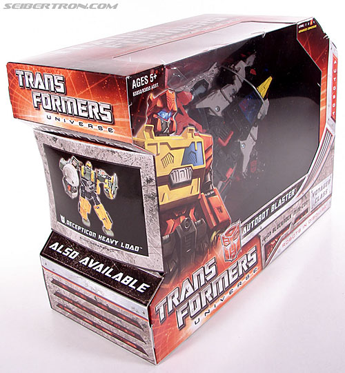 Transformers Universe - Classics 2.0 Blaster (Image #3 of 132)