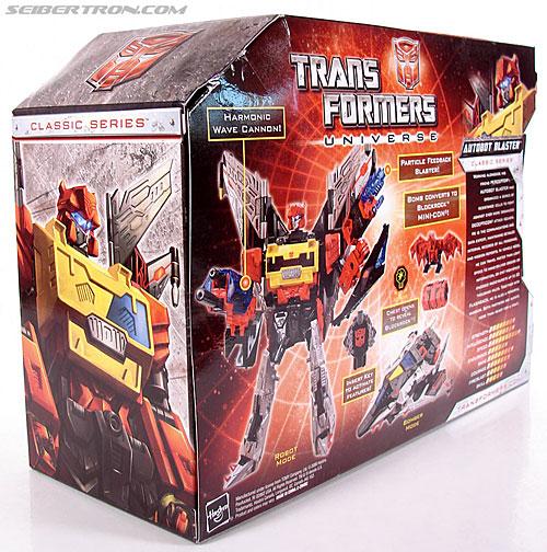 Transformers Universe - Classics 2.0 Blaster (Image #13 of 132)