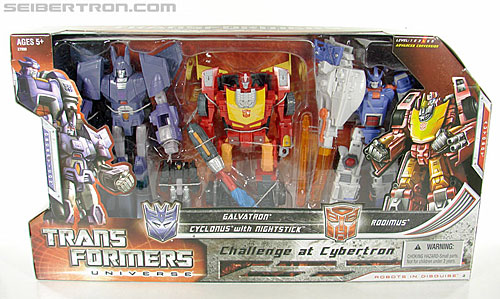 Transformers Universe - Classics 2.0 Cyclonus (Challenge at Cybertron) (Image #1 of 155)