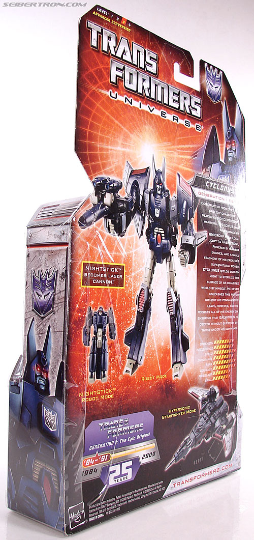 Transformers Universe - Classics 2.0 Cyclonus (Image #27 of 195)