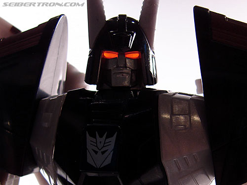 Transformers Universe - Classics 2.0 Cyclonus (Image #194 of 195)