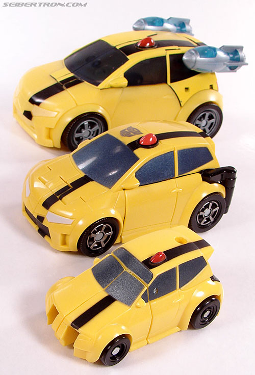 Transformers Universe - Classics 2.0 Bumblebee (Image #22 of 52)