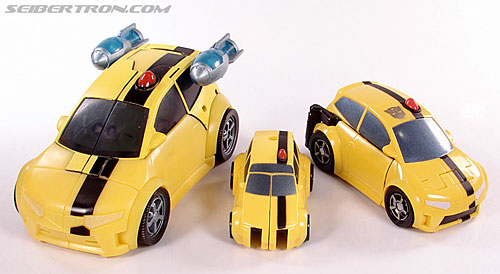 Transformers Universe - Classics 2.0 Bumblebee (Image #23 of 52)