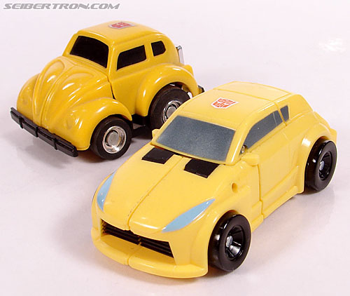 Transformers Universe - Classics 2.0 Bumblebee (Image #14 of 69)