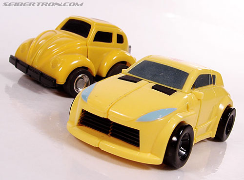 Transformers Universe - Classics 2.0 Bumblebee (Image #15 of 69)