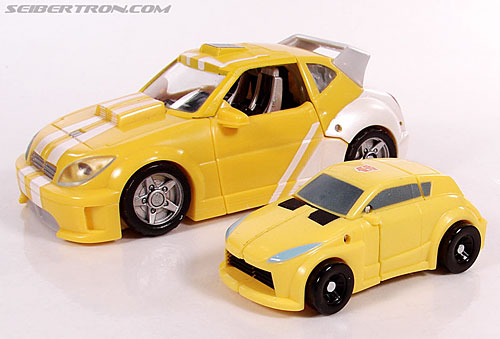 Transformers Universe - Classics 2.0 Bumblebee (Image #16 of 69)