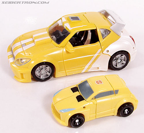 Transformers Universe - Classics 2.0 Bumblebee (Image #17 of 69)