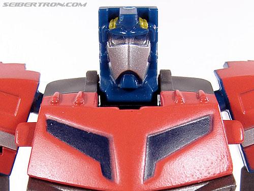 Universe - Classics 2.0 Optimus Prime gallery