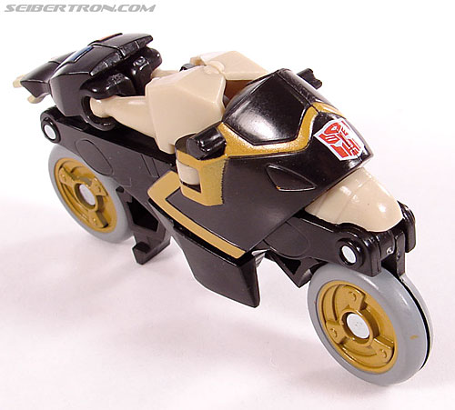 Transformers Universe - Classics 2.0 Prowl (Image #13 of 54)