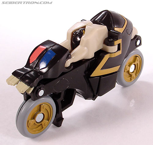 Transformers Universe - Classics 2.0 Prowl (Image #15 of 54)