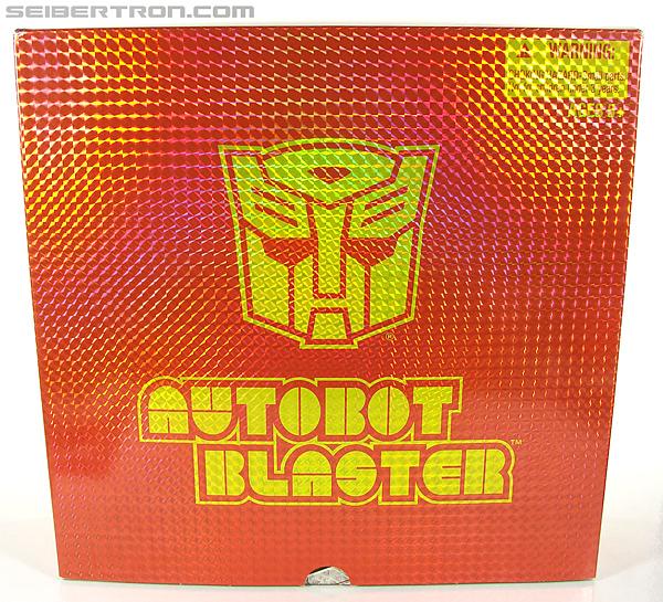 Transformers Universe - Classics 2.0 Blaster (Image #2 of 210)