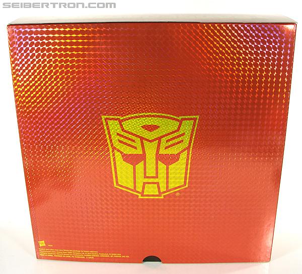 Transformers Universe - Classics 2.0 Blaster (Image #9 of 210)