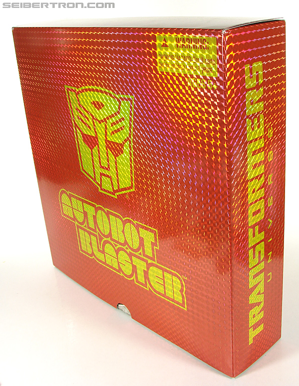 Transformers Universe - Classics 2.0 Blaster (Image #15 of 210)