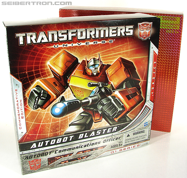 Transformers Universe - Classics 2.0 Blaster (Image #18 of 210)