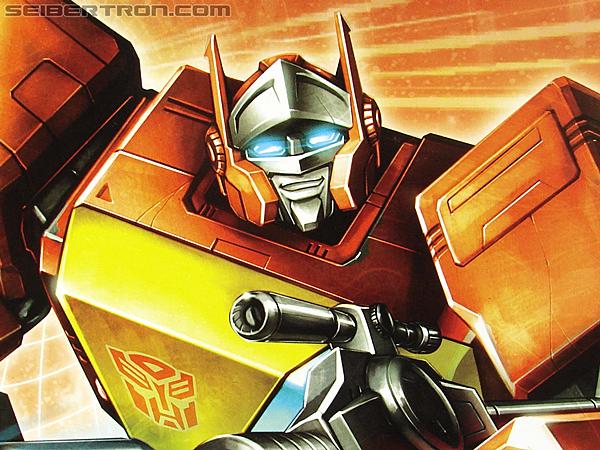 Transformers Universe - Classics 2.0 Blaster (Image #21 of 210)