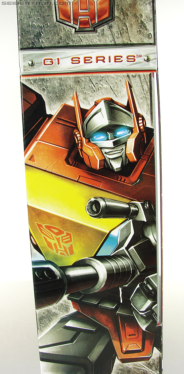Transformers Universe - Classics 2.0 Blaster (Image #24 of 210)