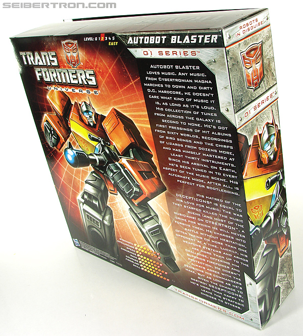 Transformers Universe - Classics 2.0 Blaster (Image #25 of 210)