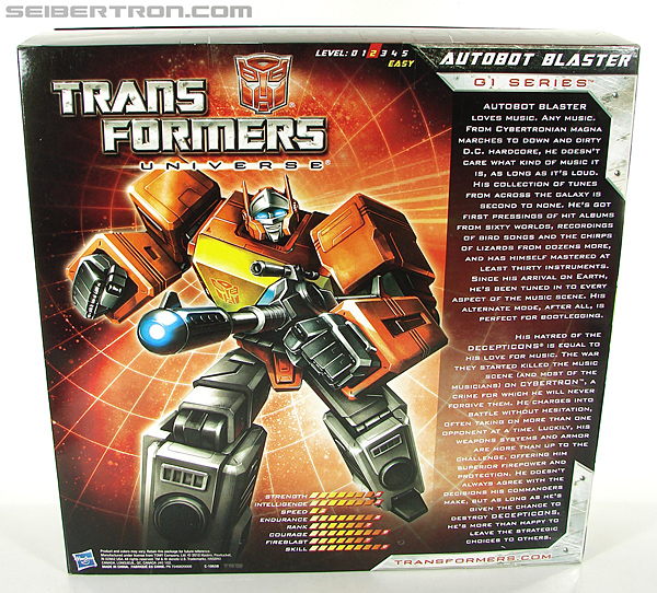 Transformers Universe - Classics 2.0 Blaster (Image #26 of 210)