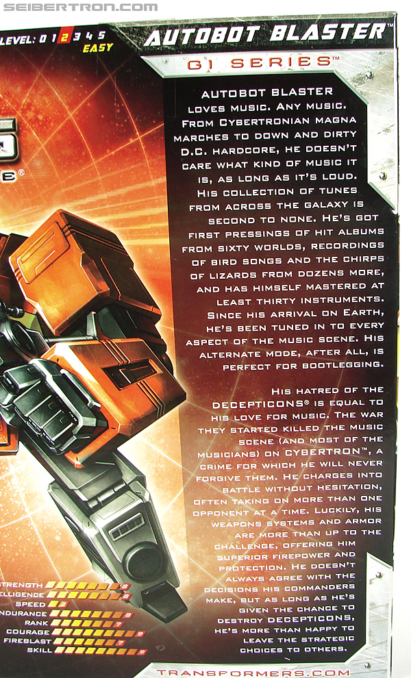 Transformers Universe - Classics 2.0 Blaster (Image #28 of 210)