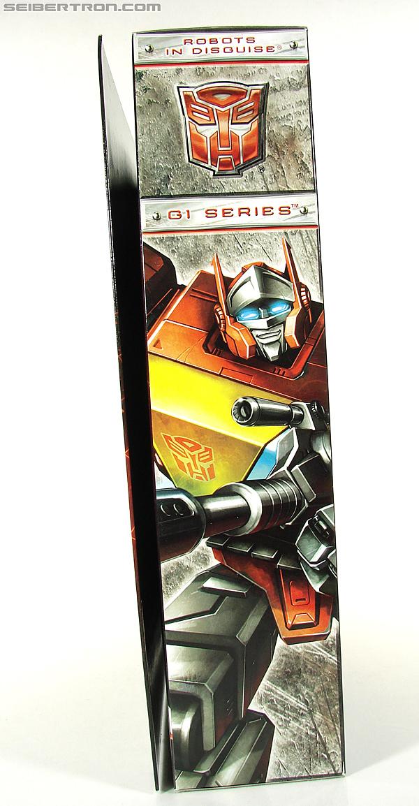 Transformers Universe - Classics 2.0 Blaster (Image #31 of 210)