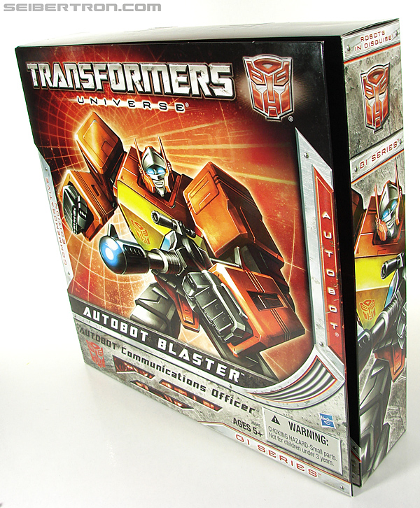 Transformers Universe - Classics 2.0 Blaster (Image #33 of 210)