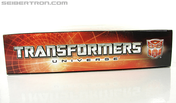 Transformers Universe - Classics 2.0 Blaster (Image #34 of 210)