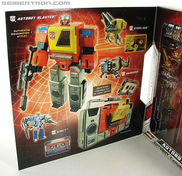 Transformers Universe - Classics 2.0 Blaster (Image #36 of 210)