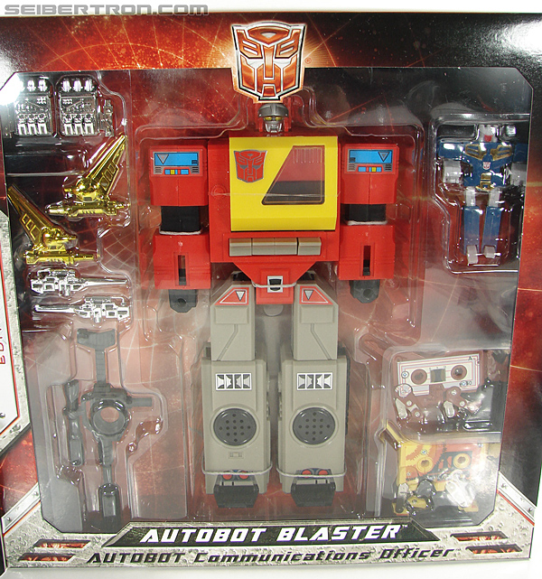 Transformers Universe - Classics 2.0 Blaster (Image #38 of 210)