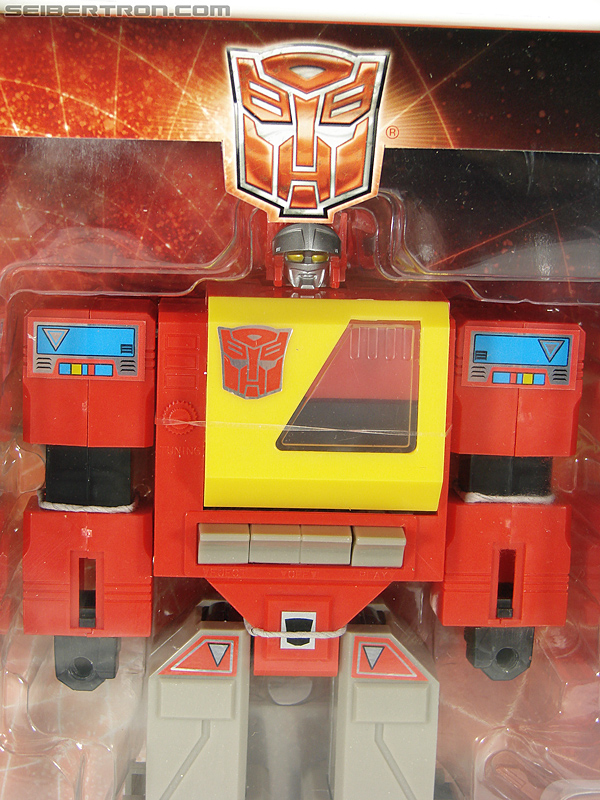 Transformers Universe - Classics 2.0 Blaster (Image #39 of 210)