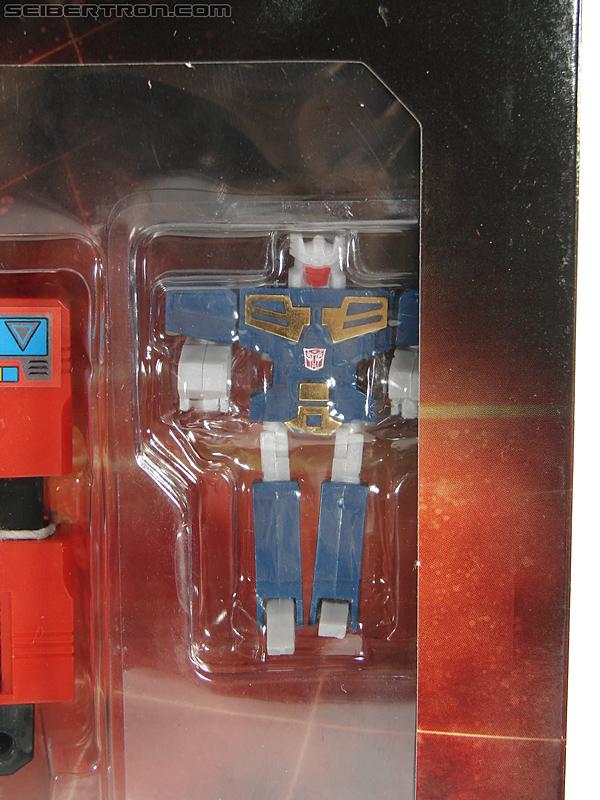 Transformers Universe - Classics 2.0 Blaster (Image #40 of 210)