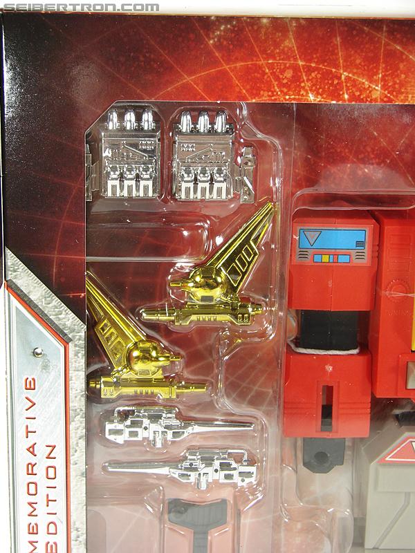 Transformers Universe - Classics 2.0 Blaster (Image #42 of 210)