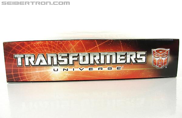 Transformers Universe - Classics 2.0 Blaster (Image #45 of 210)