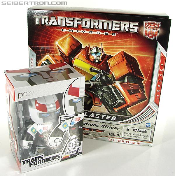 Transformers Universe - Classics 2.0 Blaster (Image #47 of 210)