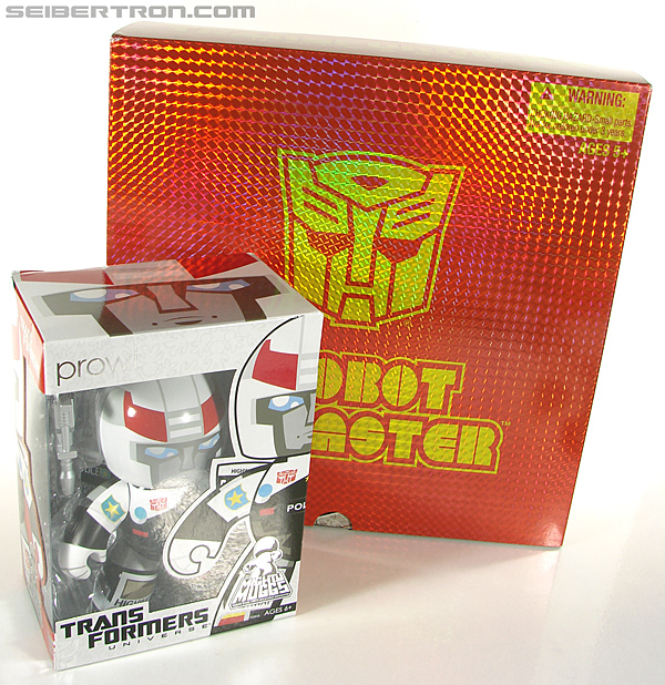 Transformers Universe - Classics 2.0 Blaster (Image #50 of 210)