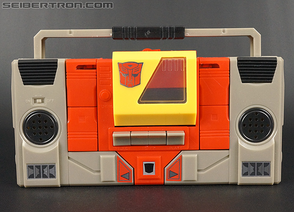 Transformers Universe - Classics 2.0 Blaster (Image #51 of 210)