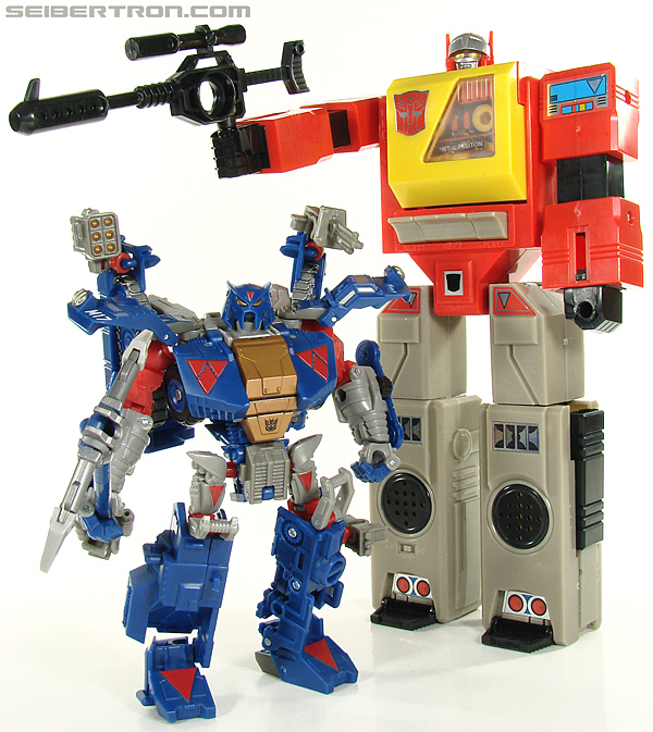 Transformers Universe - Classics 2.0 Blaster (Image #209 of 210)