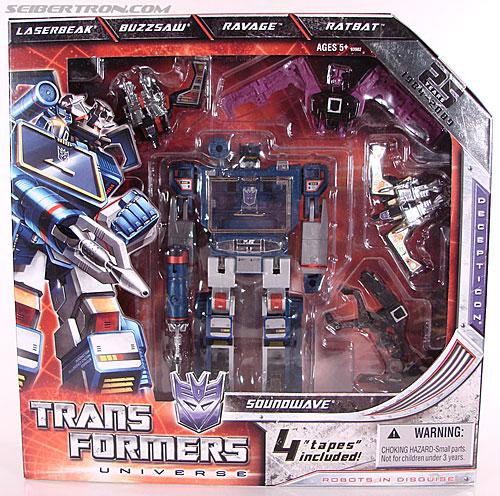 Transformers Universe - Classics 2.0 Soundwave (Reissue) (Image #1 of 114)